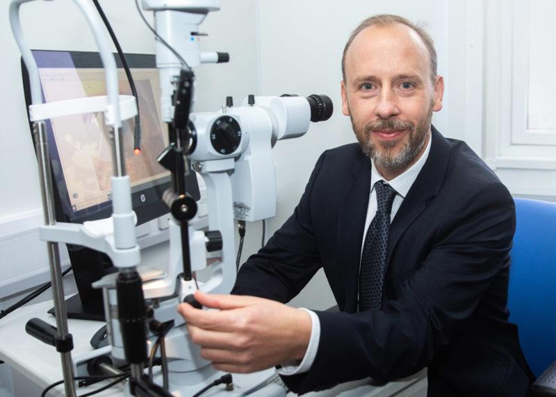 Optician using technology Sarum Vision